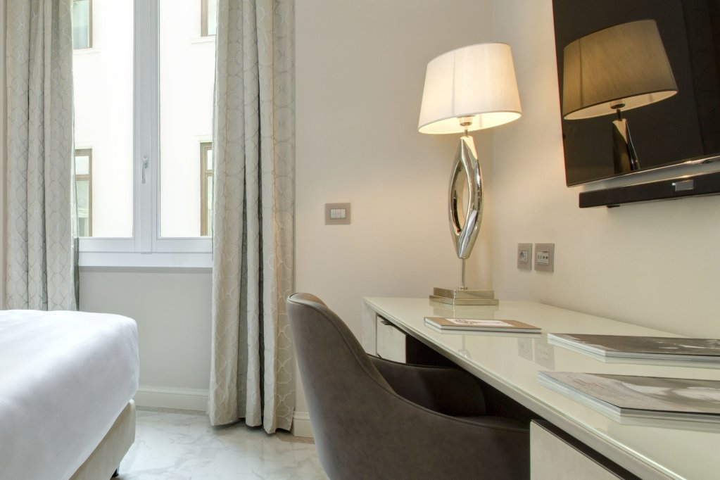Aleph Rome Hotel, Curio Collection By Hilton Image 10