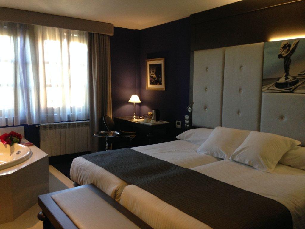 Costa Esmeralda Suites, Suances Image 6