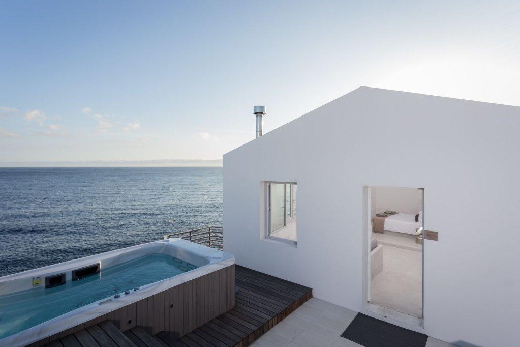 White Exclusive Suites & Villas, Lagoa Image 0