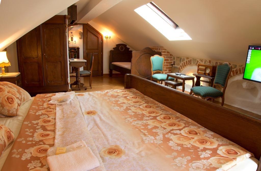 Palazzo Drusko Deluxe Rooms Image 5