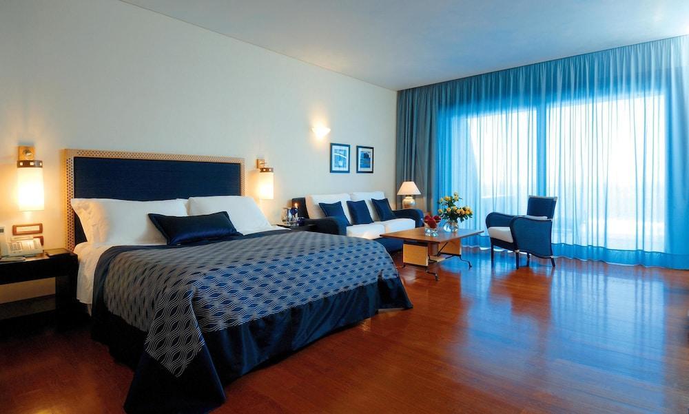 Grand Resort Lagonissi Image 5