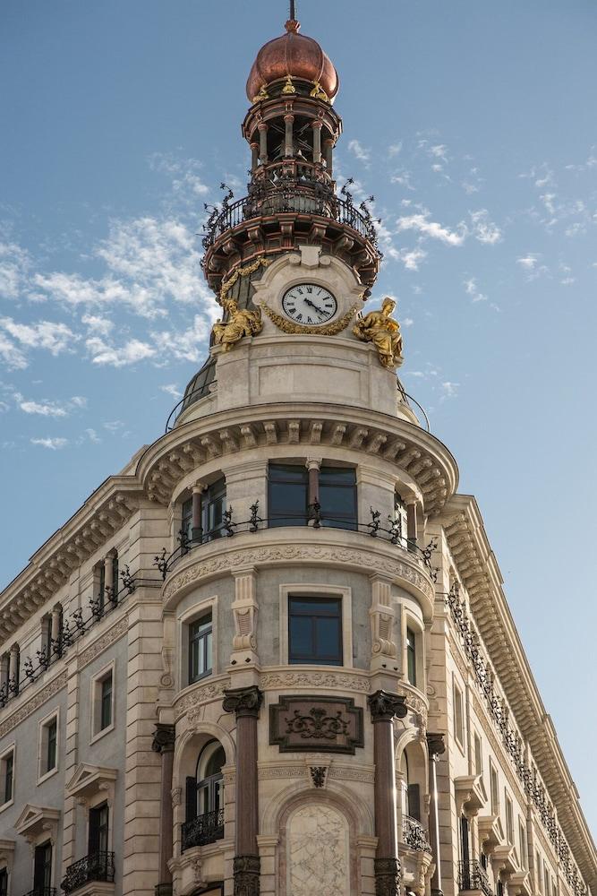 Four Seasons Hotel Madrid Image 45