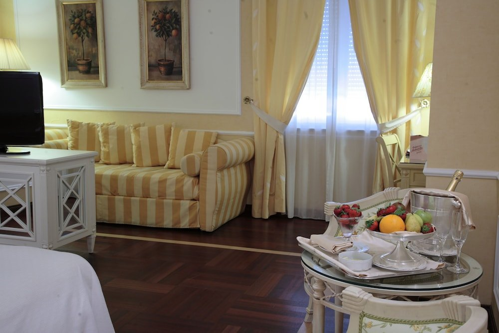 Palazzo Alabardieri, Naples Image 3