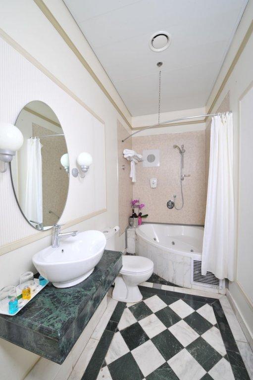 Colony Hotel Haifa Image 8