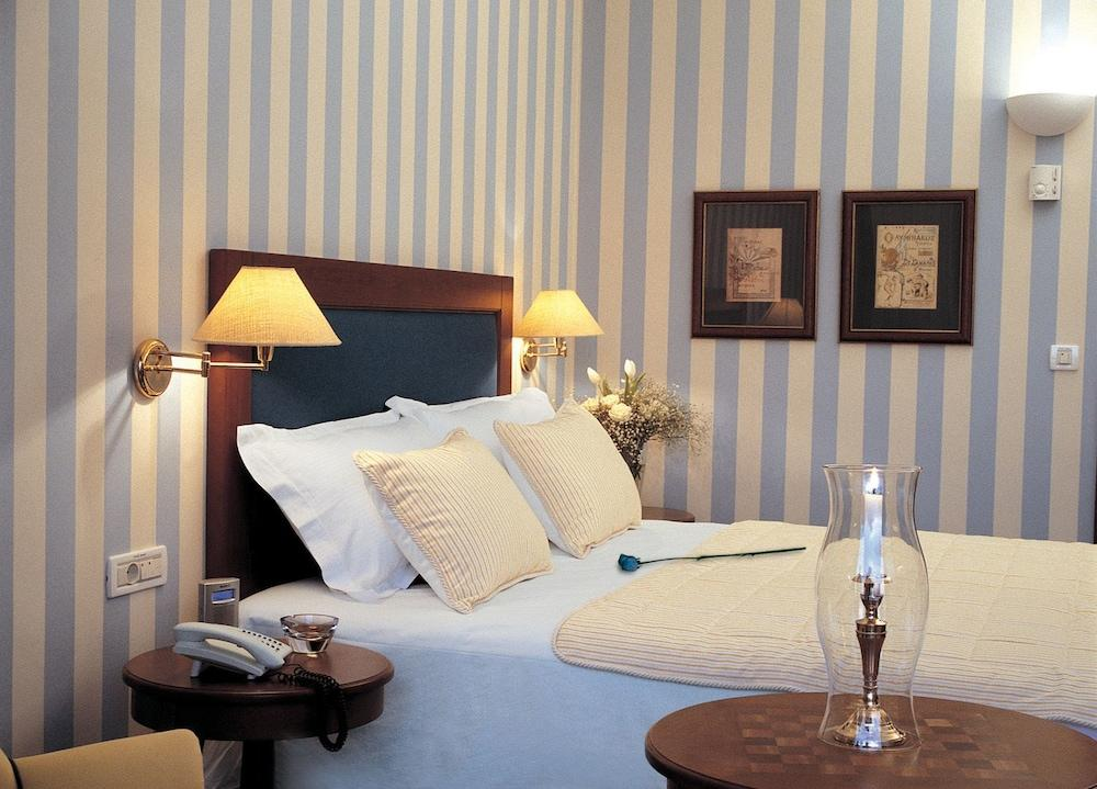 Grand Resort Lagonissi Image 6