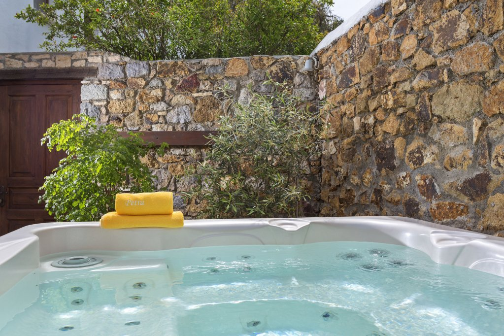 Petra Hotel And Suites, Patmos Image 7