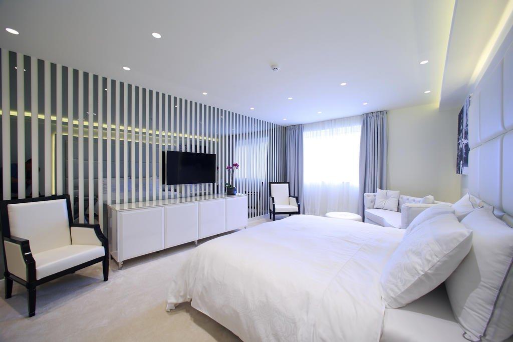 Hotel 9 Image 2