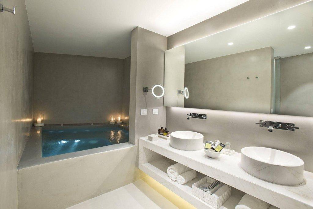 Grace Hotel Santorini, Auberge Resorts Collection Image 2