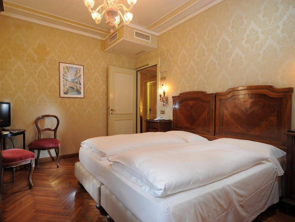 Hotel Flora, Venice Image 8
