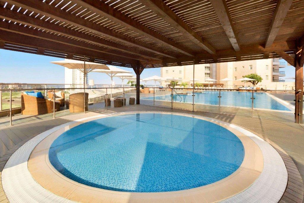 Ramada Hotel & Suites By Wyndham Netanya Image 2