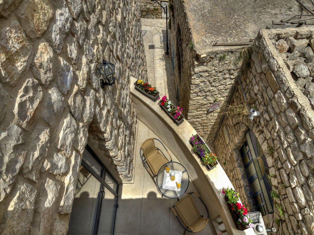 Nofesh Baatika, Safed Image 27