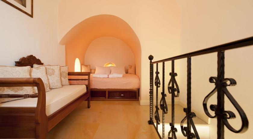 Nefeles Luxury Suites, Fira, Santorini Image 7