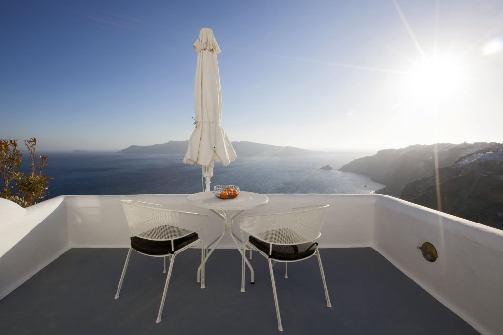 Ikies Santorini Image 3