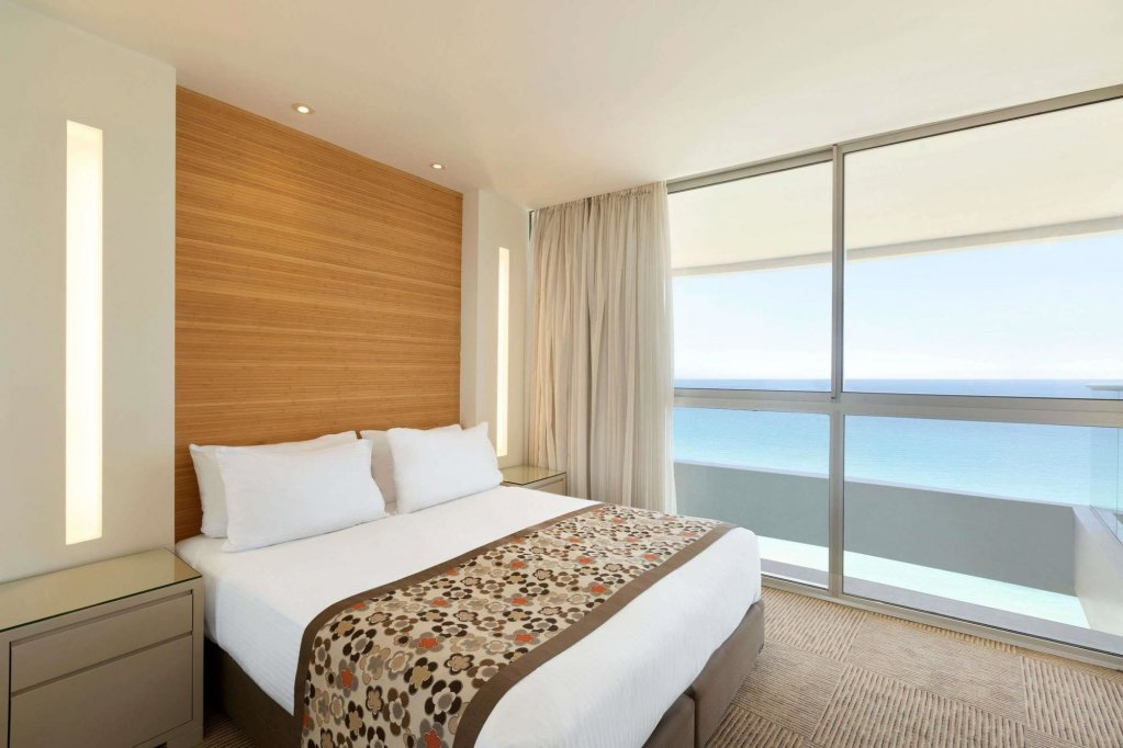 Ramada Hotel & Suites By Wyndham Netanya Image 10