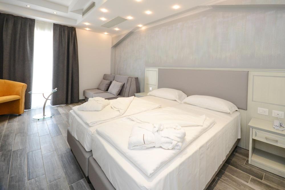 Villa Paradiso Suite, Moniga Del Garda Image 1