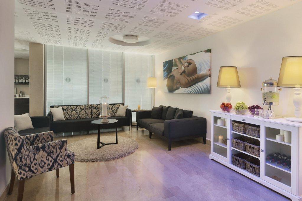 Ramada Hotel & Suites By Wyndham Netanya Image 6