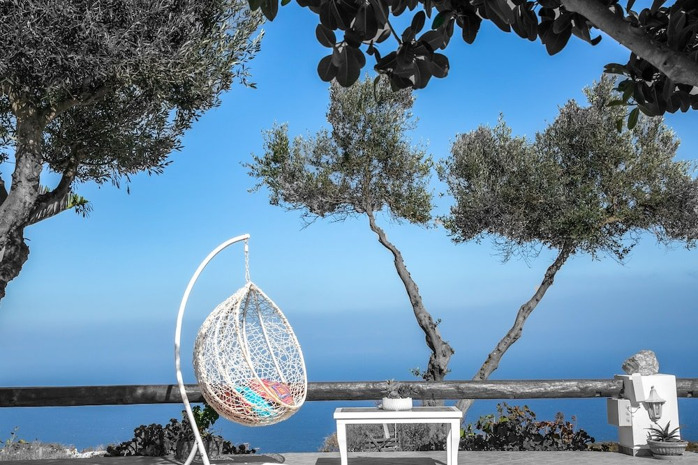 Abelonas Retreat, Santorini Image 1