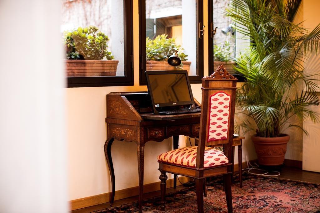 Hotel Flora, Venice Image 6
