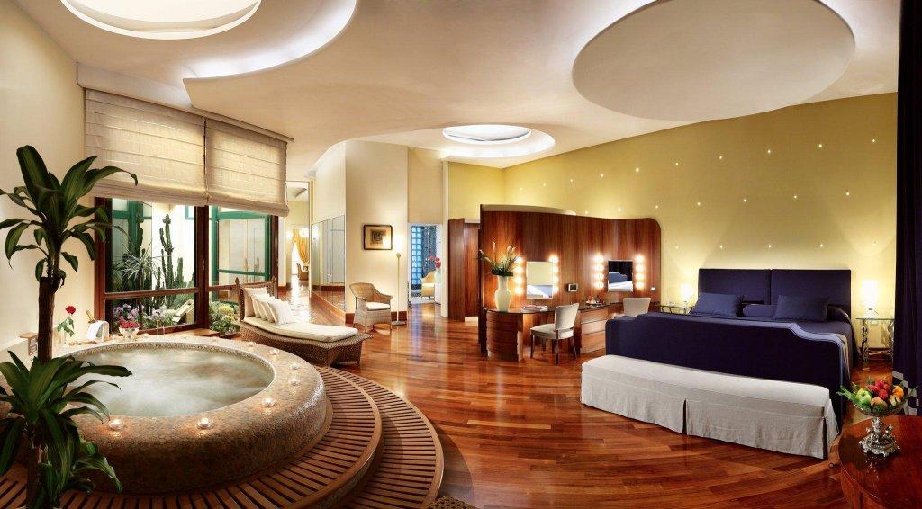 Grand Hotel Vesuvio, Naples Image 0