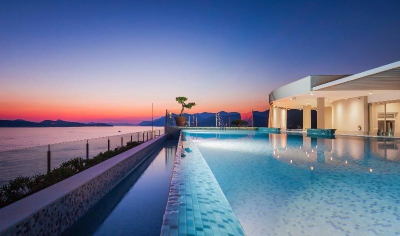 Royal Blue Hotel Image 1