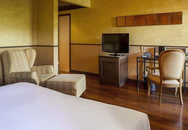Ac Hotel Palacio Del Carmen, Santiago De Compostela Image 9