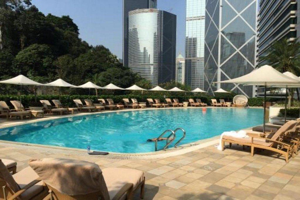 Island Shangri-la, Hong Kong Image 36