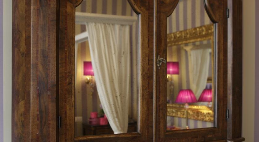 Ad Place, Venice Image 7