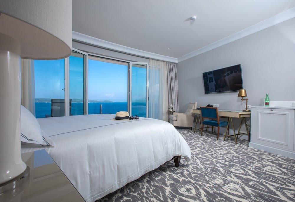 Royal Blue Hotel Image 0