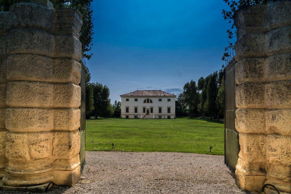 La Barchessa Di Villa Pisani, Vicenza Image 9