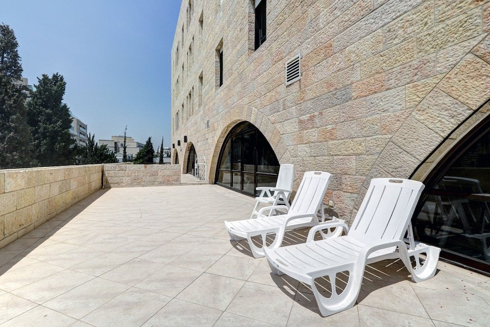 King David Court Jerusalem Image 10