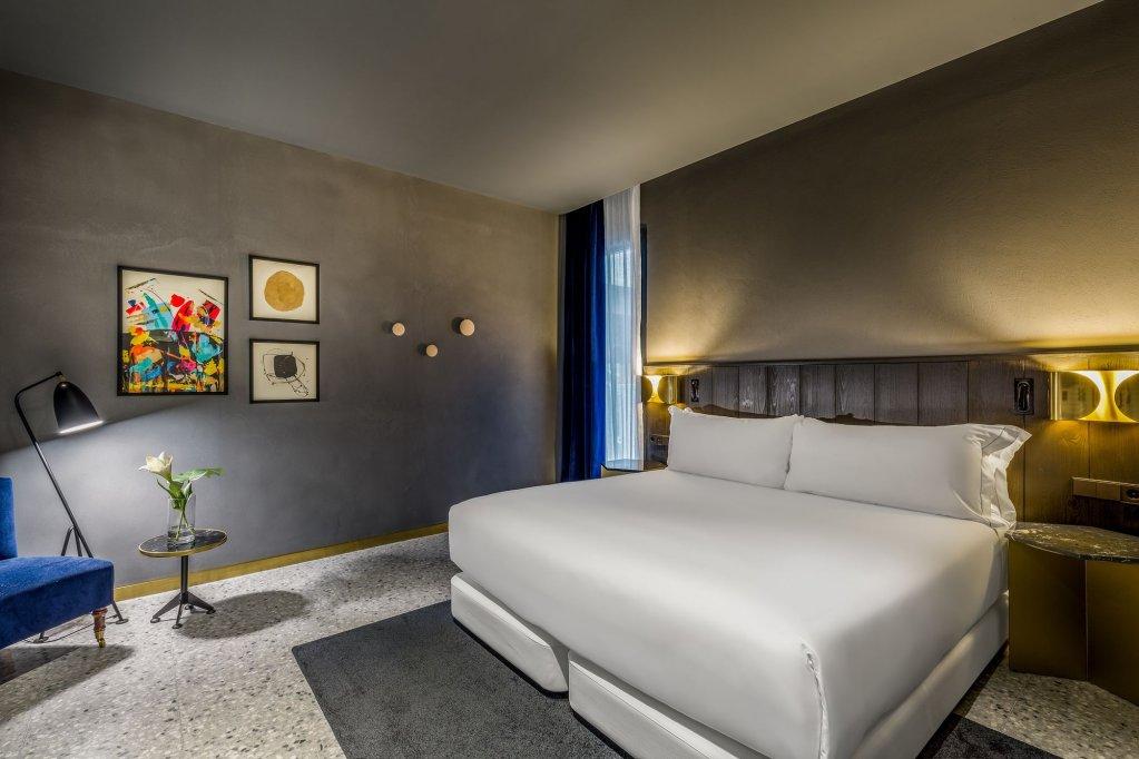 Room Mate Gerard Image 48