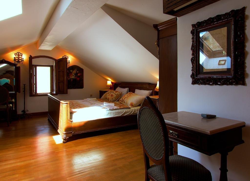 Palazzo Drusko Deluxe Rooms Image 8