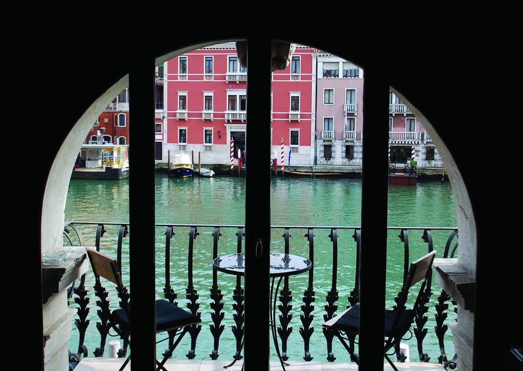 Palazzo Barbarigo Sul Canal Grande, Venice Image 0