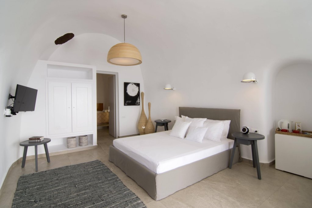 Santorini Secret Suites & Spa Image 3