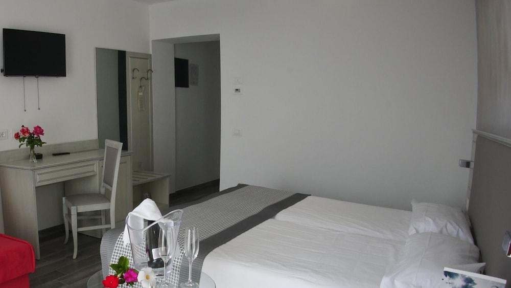 Villa Paradiso Suite, Moniga Del Garda Image 10