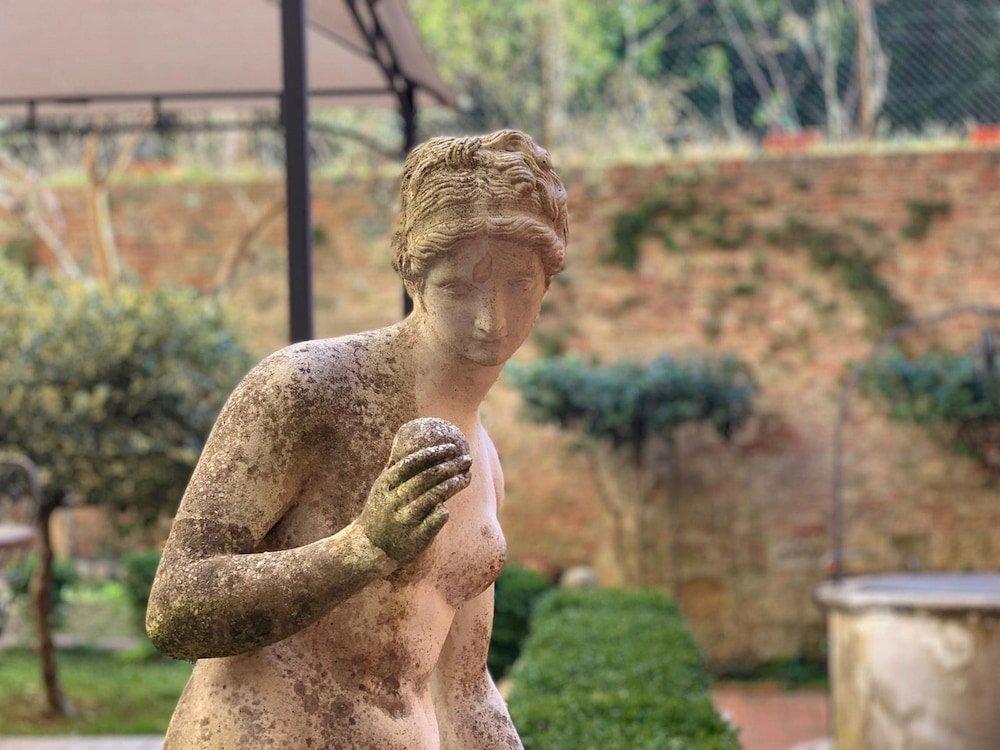 Regis Condo, Siena Image 3