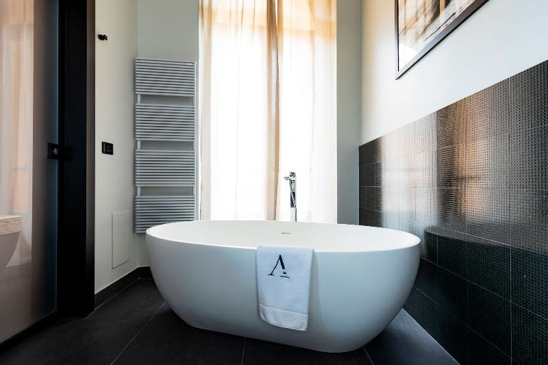 Amadomus Luxury Suites, Naples Image 2