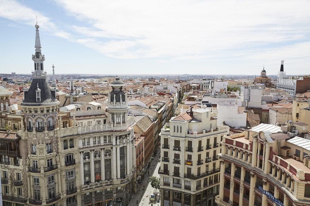 Four Seasons Hotel Madrid Image 46