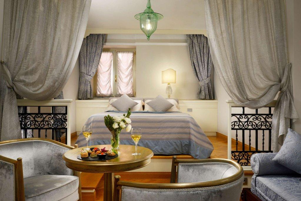 Grand Hotel Savoia, Genoa Image 0