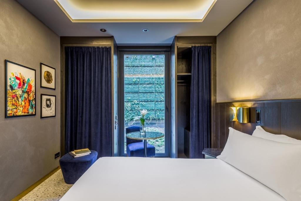 Room Mate Gerard Image 5