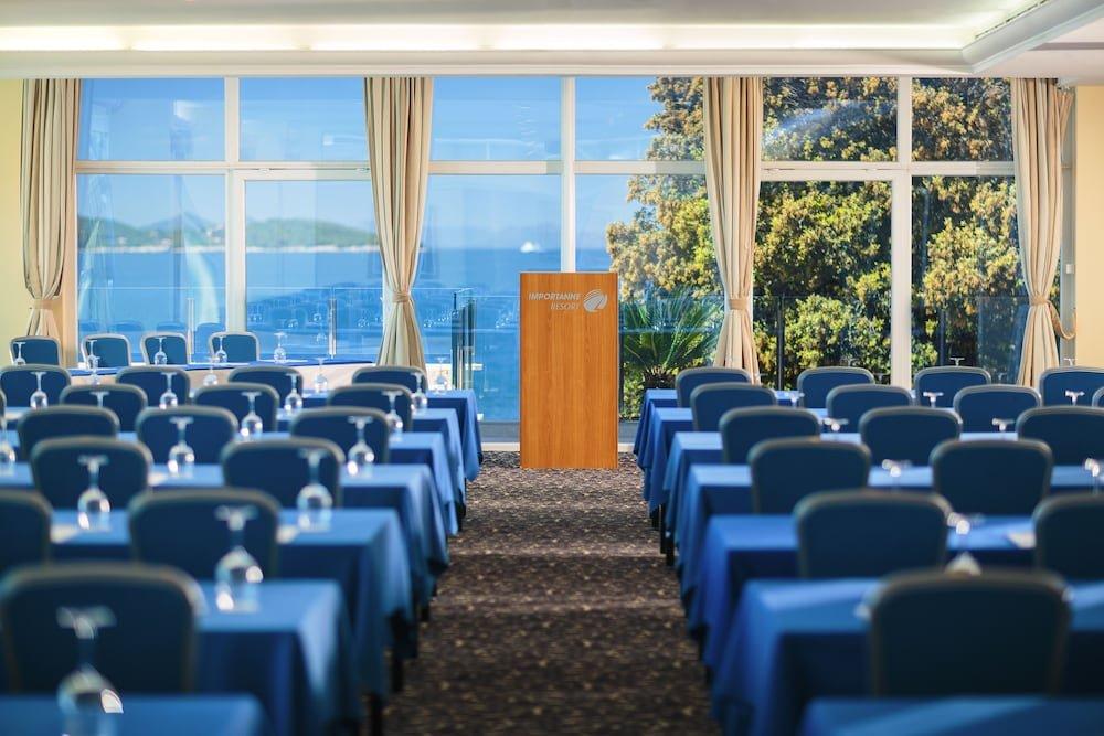 Royal Blue Hotel Image 6