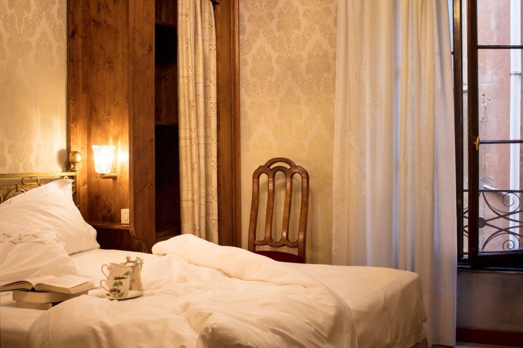 Hotel Flora, Venice Image 5