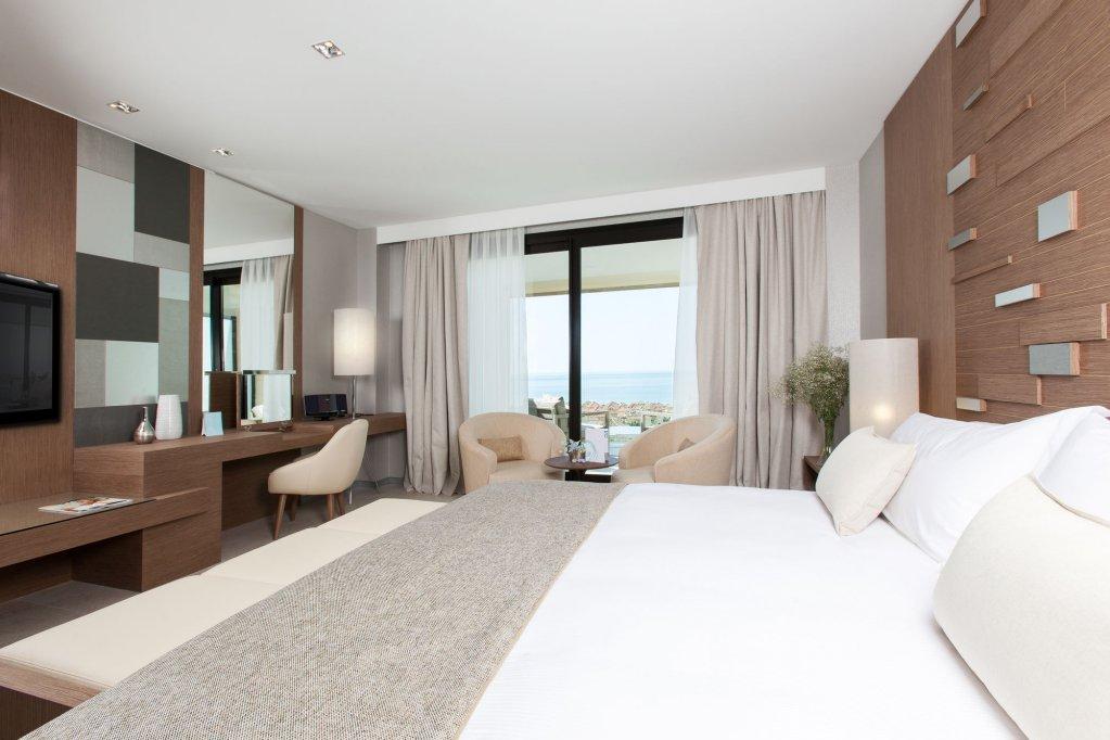 The Oasis By Don Carlos Resort, Marbella Image 4