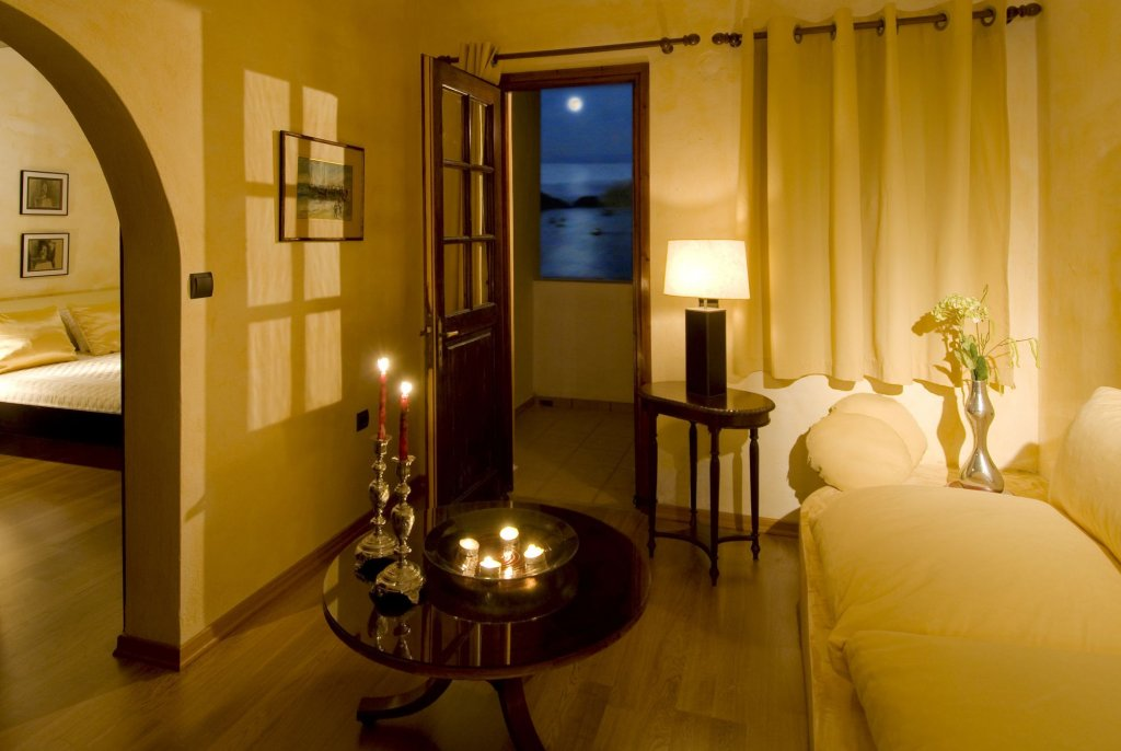 Petra Hotel And Suites, Patmos Image 3