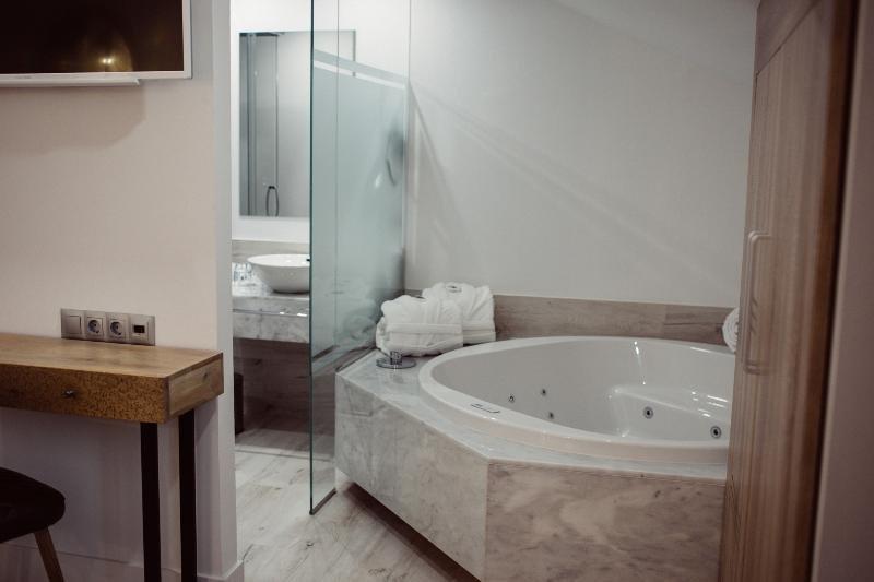 Hotel Cuevas, Santillana Del Mar Image 4