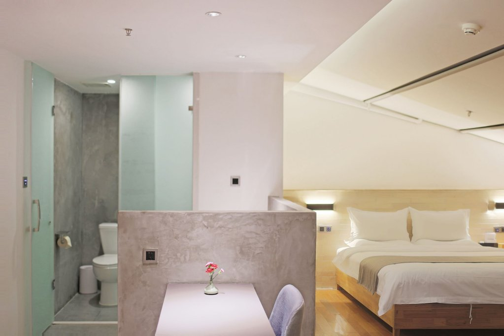 Travelling With Hotel Chengdu Wide And Narrow Alley Image 10