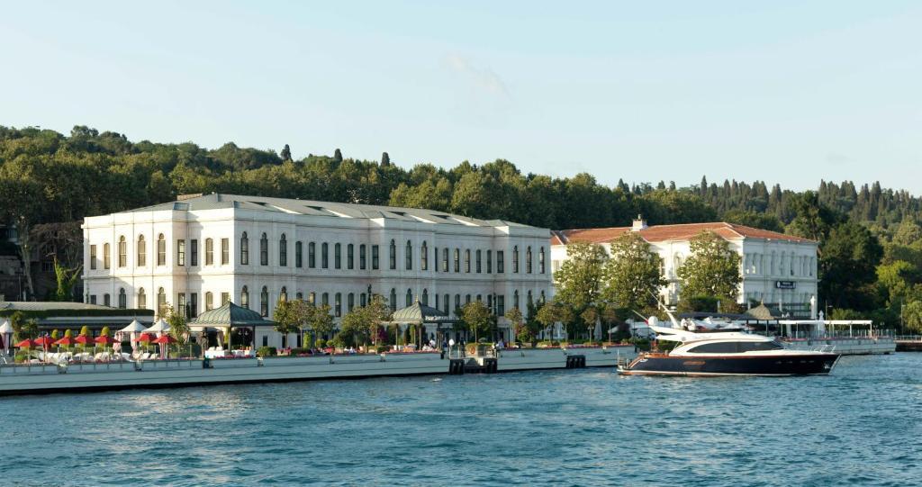 Four Seasons Istanbul At The Bosphorus Image 0