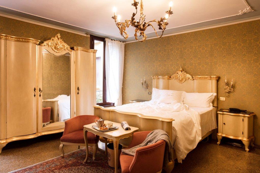Hotel Flora, Venice Image 0