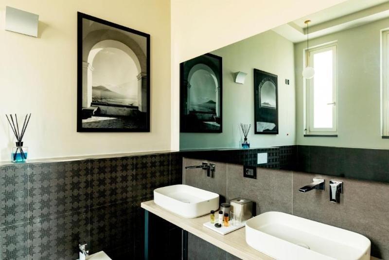 Amadomus Luxury Suites, Naples Image 6