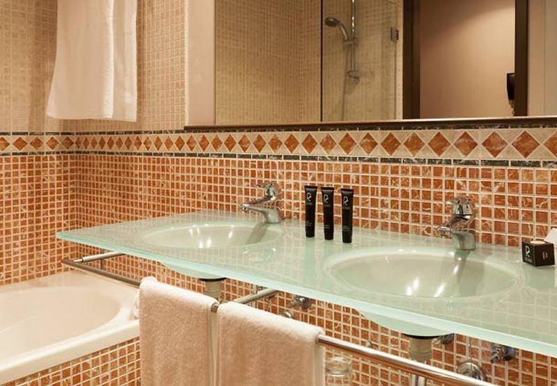 Ac Hotel Palacio Del Carmen, Santiago De Compostela Image 12